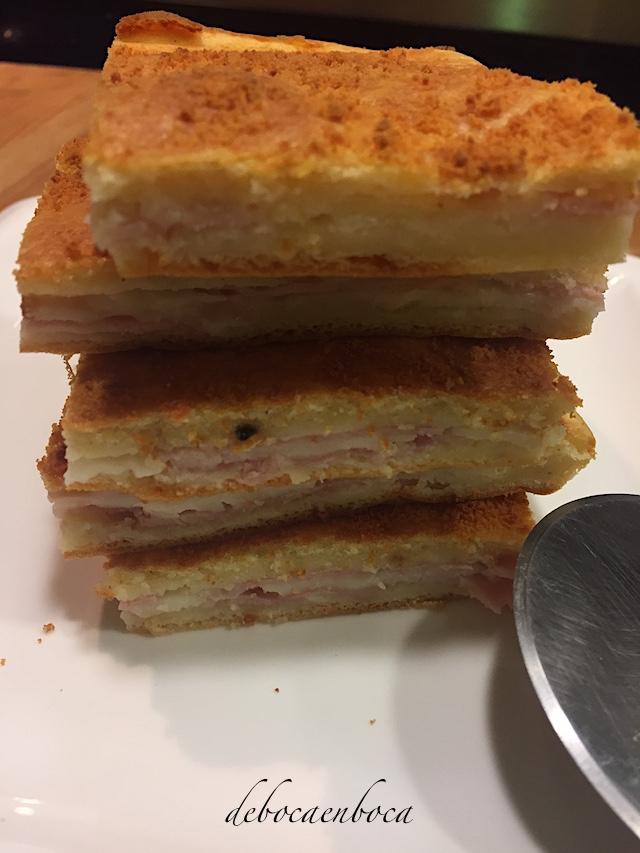 coca-jamon-queso-1-copyright-debocaenboca